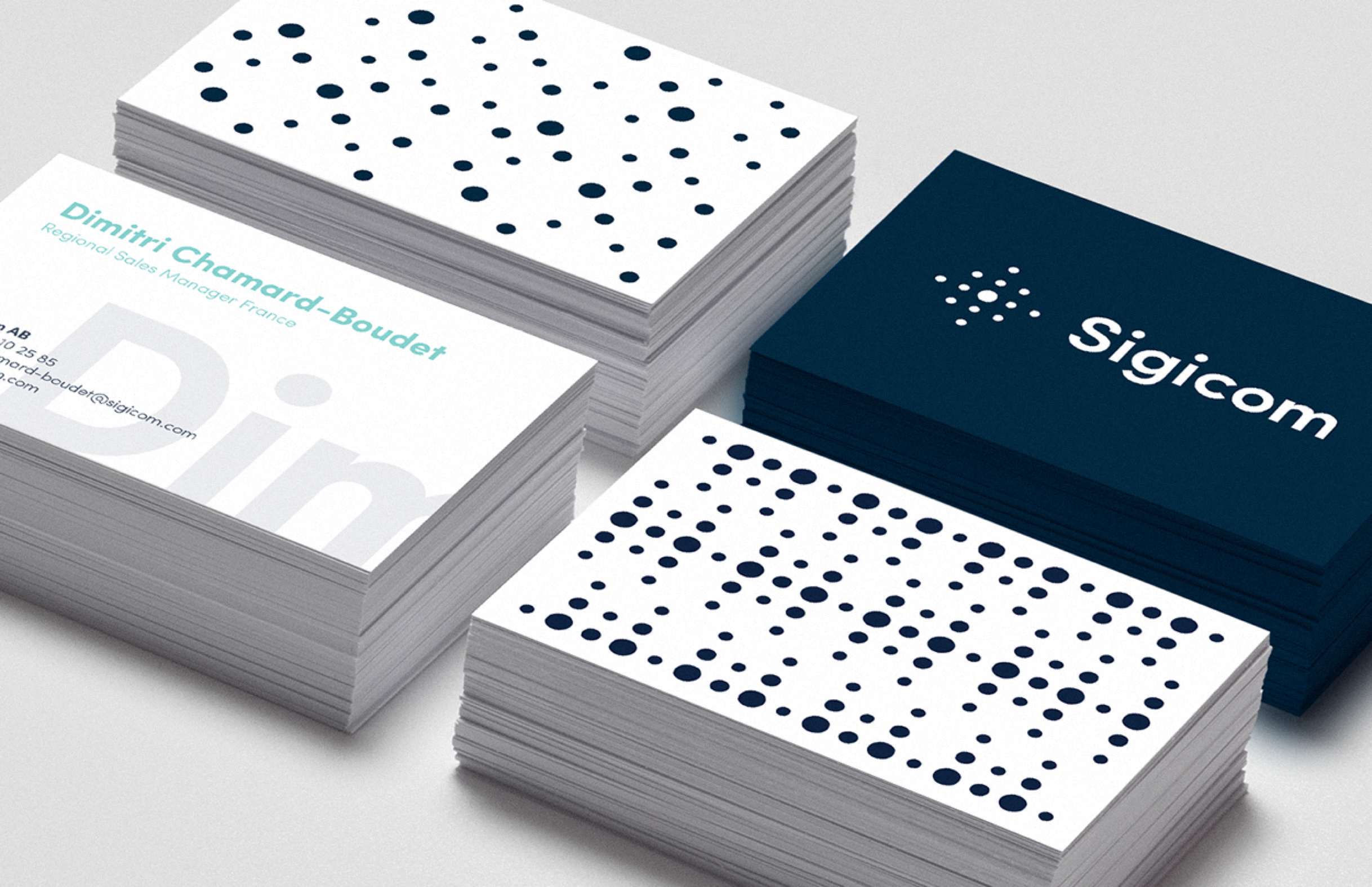Digital strategy and design for Sigicom brand. Material from the process. Illustration showing the logotype and patterns on various Business cards.
